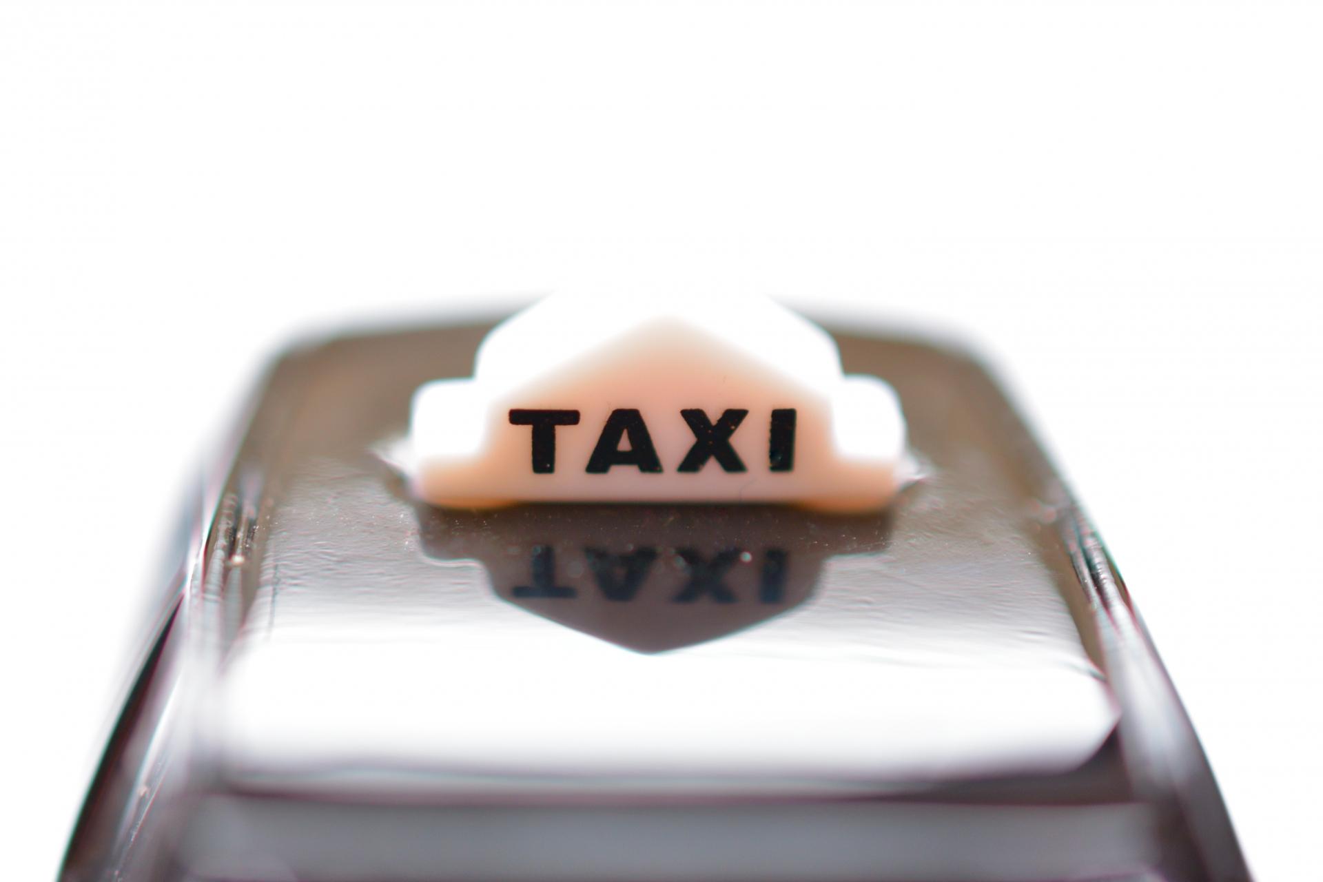 タクシーとの交通事故に遭ったときの示談・慰謝料