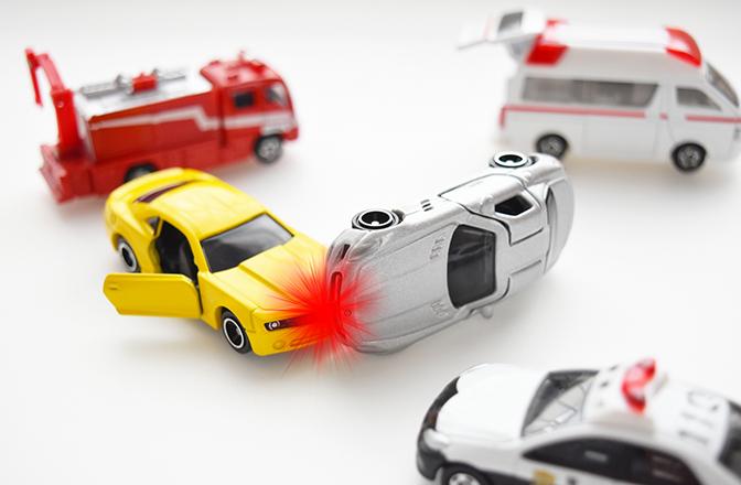 交通事故発生後に被害者が事故現場でするべきこと - まず警察に連絡?保険会社にはいつ連絡する?