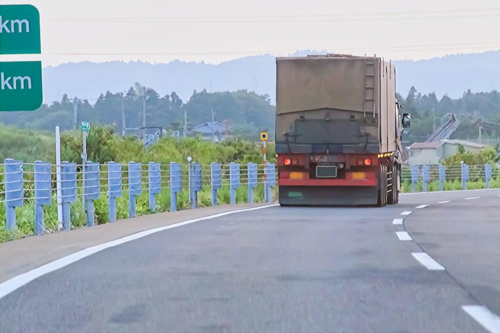 落下物を避けて交通事故になった!過失割合や責任はどうなるの?