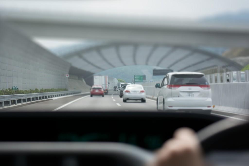 車間詰めすぎ運転は罰金?車間距離保持義務違反の罰則内容とは