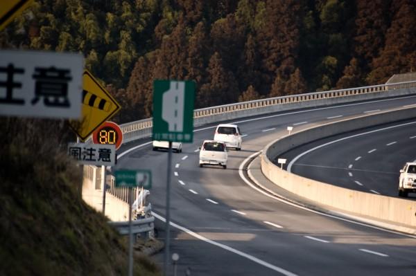 なぜ高齢ドライバーは高速道路を逆走するのか?
